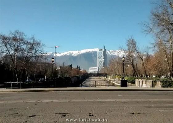 Turistando in Chile Santiago 4 561x400 SKY Costanera em Santiago: Os Andes vistos do alto!