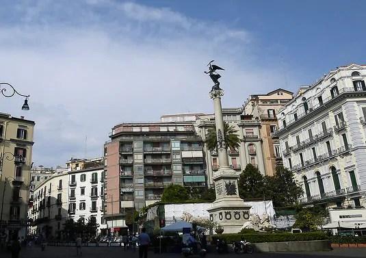 "Piazza dei Martiri Conheça a Nápoles deElena Ferrante, autora de ""A Amiga Genial"""