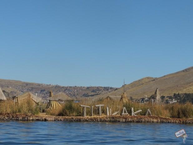 Ilhas de Uros no lago Titicaca em Puno