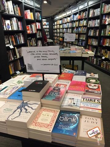 Livraria Whetherspoons: muitos livros interessantes, alguns que nem chegaram (nem chegarão) ao Brasil. Dá pra perder umas 2 horas por aqui.