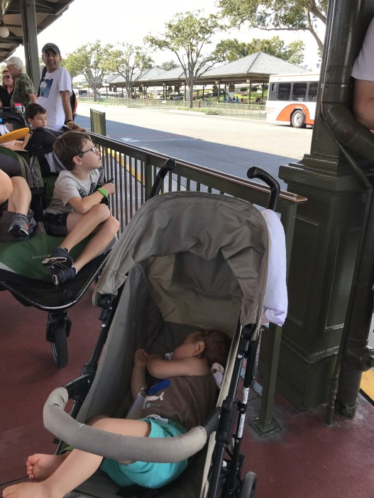 carrinho de bebê no avião
