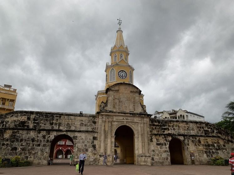 torre del reloj é uma das atrações de o que fazer em cartagena das índias