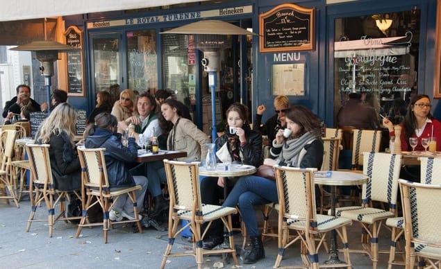 Los típicos cafés parisinos.
