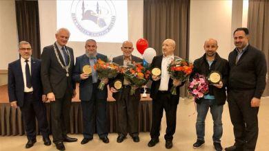 "Photo of هولندا.. منح 4 أتراك ""وسام الملك"" تقديرا لأعمالهم الاجتماعية"