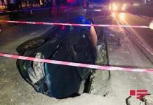 avtomobilin qaz borusu təmir olunan quyuya düşməsi