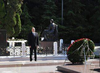Prezident İlham Əliyev və Mehriban Əliyeva Heydər Əliyevin məzarını ziyarət ediblər