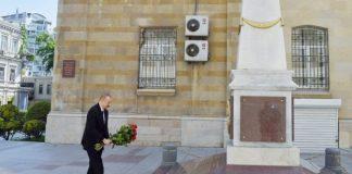 Prezident İlham Əliyev Azərbaycan Xalq Cümhuriyyətinin şərəfinə ucaldılmış abidəni ziyarət edib