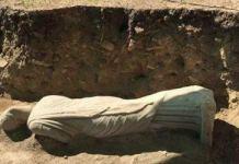 1700 yaşı olan heykəl