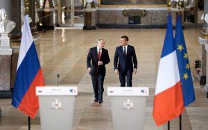 Vladimir Putin və Emmanuel Makron