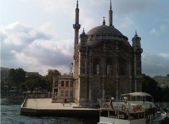 مسجد أورتاكوي فى اسطنبول