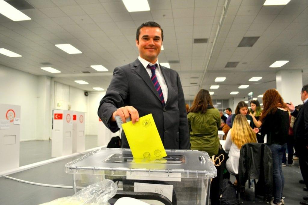 Yurtdışında oy veren vatandaşlar