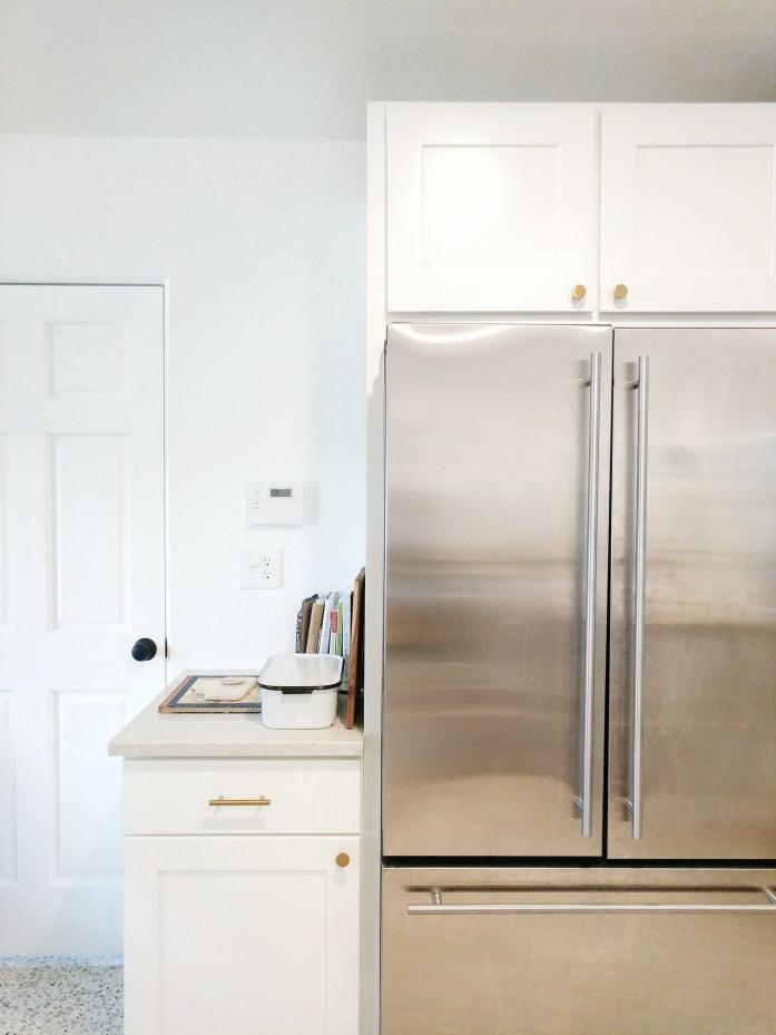 Kitchen refrigerator with cabinet