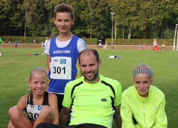 vlnr: Veronique, Marvin, Trainer Björn Lippa und Marie