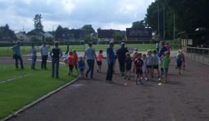 Einige der Kinder bei der Vorbereitung zum Sprint !