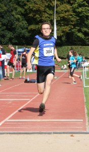 Marvin beim Anlauf zu seinem 5,04 m Sprung