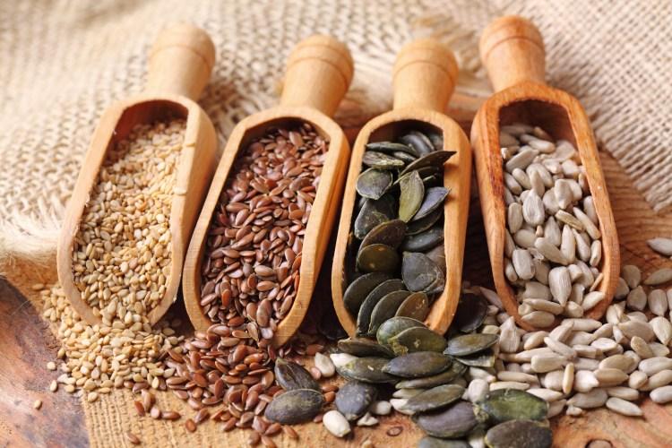 Cucinare con i semi è semplice, originale e dà la possibilità di creare piatti sani e gustosi.Vi proponiamo qui la ricetta per un insolito pesto di rucola