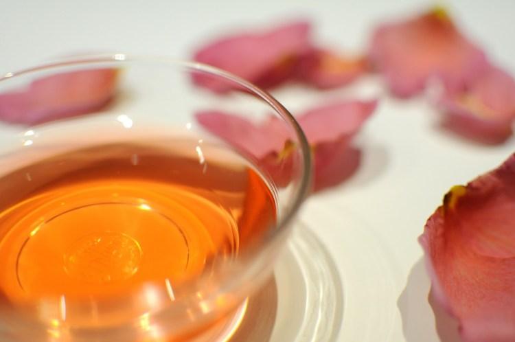 Tante ricette per aceti aromatici, consigli su come produrre il proprio aceto, come conservarlo e a cosa abbinarlo