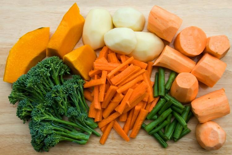 La Terrina di pollo e verdure allo yogurt è una ricetta delicata e sana, con un minimo contenuto calorico, ideale da gustare nei caldi giorni d'estate