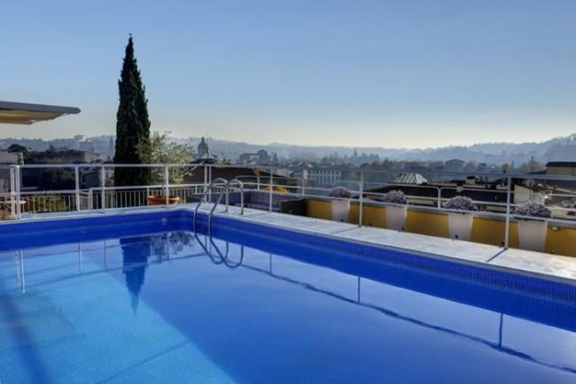 I 4 migliori alberghi dove gustarsi un ottimo aperitivo in piscina a firenze