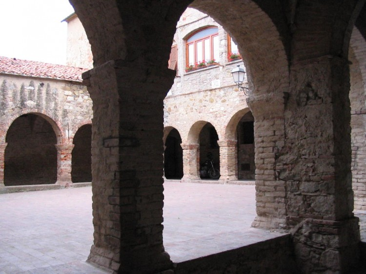 suvereto in toscana: borgo medievale nella val di cornia
