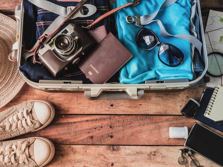 Cosa metto in valigia?Rossella Cannone ci consiglia I 12 capi per comporre la valigia perfetta: sarete sempre di tendenza e mai fuori luogo.