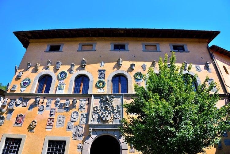 Cutigliano è un borgo medievale sull'Appennino pistoiese. Ricco di storia, è una delle più importanti stazioni sciistiche della Toscana e punto di ritrovo per gli amanti della montagna.