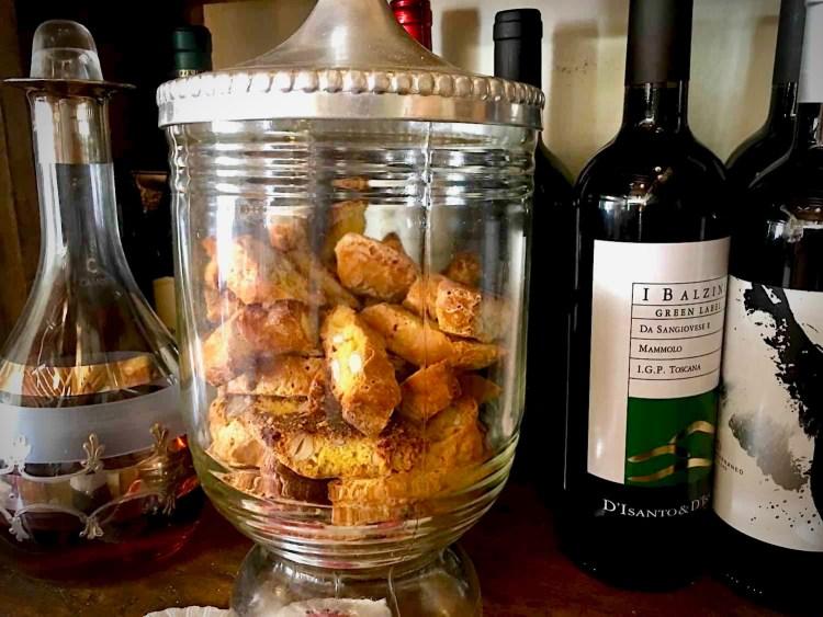 Vini e biscotti al Gilda Bistrot a Firenze