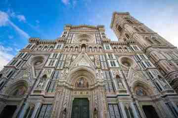 Facciata del Duomo di Firenze, dove si trova la targa dedicat alla famiglia Bischeri, da cui proviene il termine fiorentino bischero