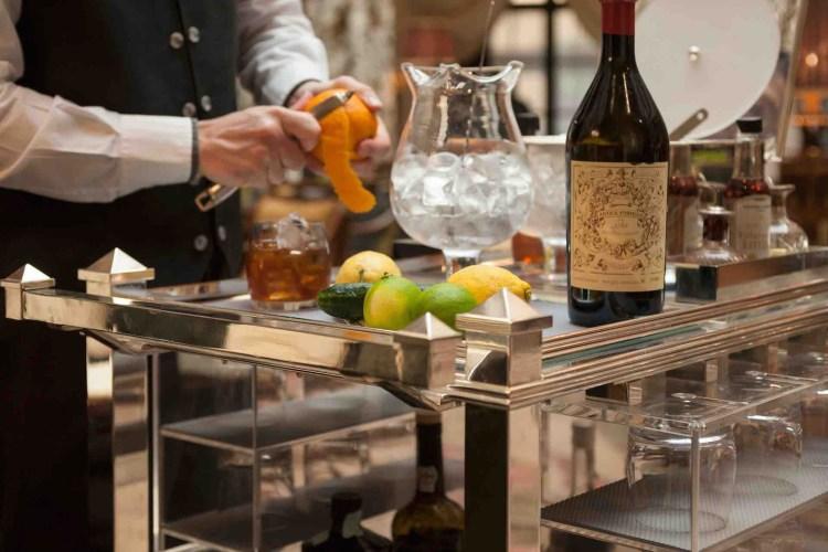 Jacopo Rosito è il capo barman del bar dell'hotel Four Seasons di Firenze