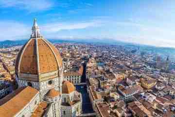 Alla scoperta della Firenze nascosta: dalla testa di toro sulla facciata del Duomo, all' autoritratto di Michelangelo scolpito sul muro di Palazzo Signoria