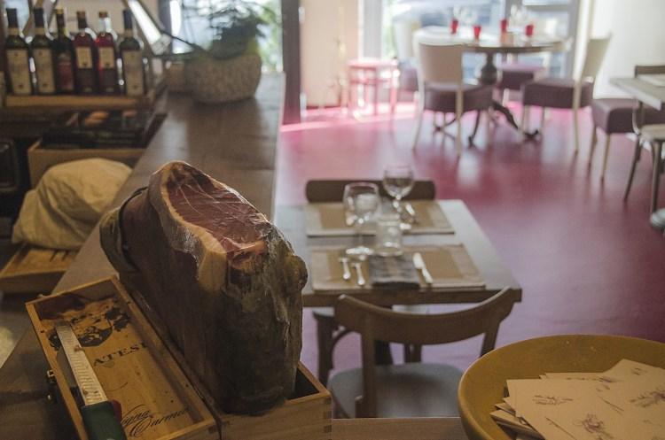 Madame è in cucina è il nuovo ristorante bistrot a Firenze.Tradizione e contemporaneità si incontrano nel locale,aperto domenica dal brunch all'ora del tè.