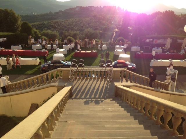 La Villa medicea di Artimino festeggia il 2 luglio con Bollicine cocktail party a base di champagne e spumanti,auto di lusso,spettacoli e fuochi d'artificio