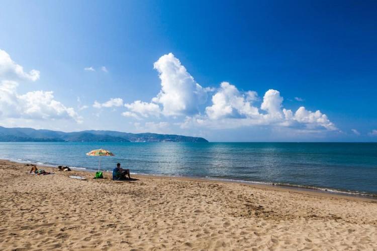 Le più belle spiagge dell'Argentario:Cala di Gesso, Mar Morto, Cala Piccola, Cacciarella, ecco tutte le indicazioni per arrivare a queste bellissime spiagge