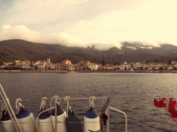 Idee per un bellissimo fine settimana d'estate: un weekend in barca a vela in Toscana alla scoperta dell'Arcipelago, dell'Isola d'Elba e di tante bontà