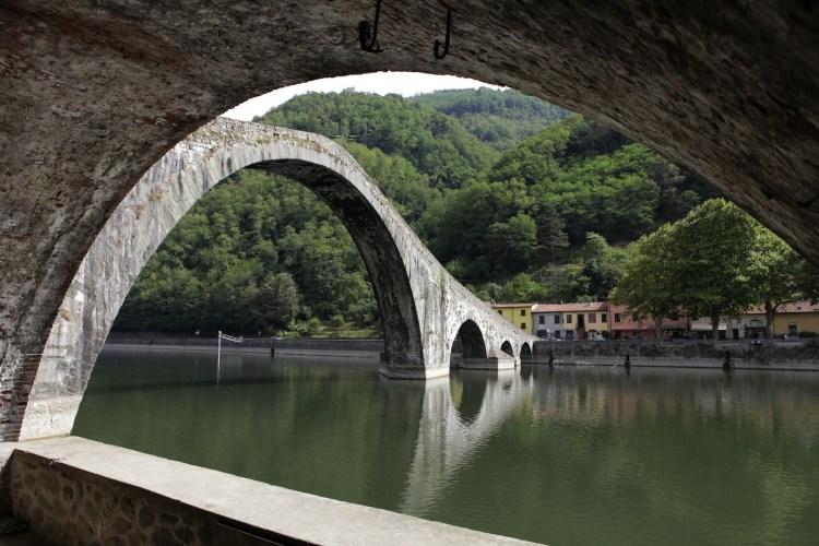 Il Ponte del Diavolo si trova a Borgo a Mozzano (LU). Qui trovate tutti i segreti e le leggende che si raccontano su questo famoso ponte.
