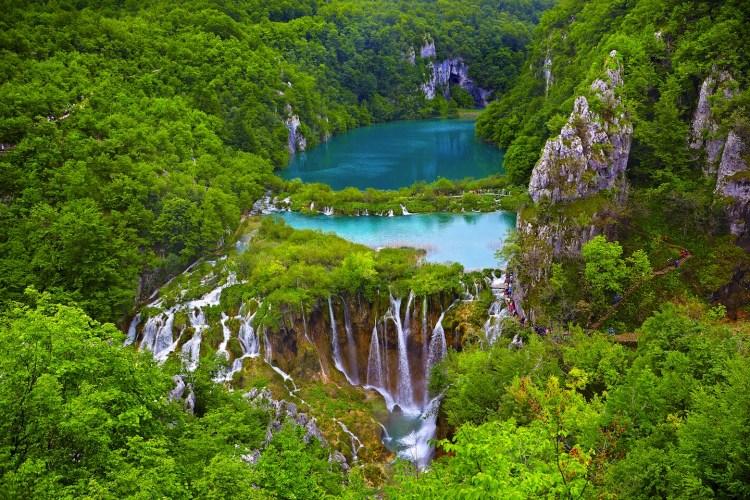 I Parchi Nazionali della Croazia sono destinazioni ideali per gli amanti del trekking: boschi sconfinati, atmosfere suggestive e laghi color smeraldo.