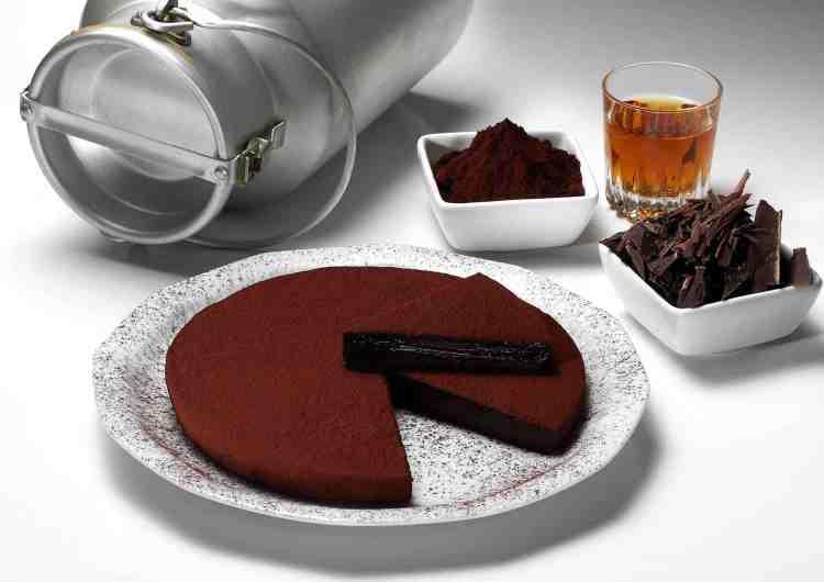 Claudio Pistocchi è il creatore della Torta Pistocchi, la torta al cioccolato fondente più famosa di Firenze. In questa intervista racconta la sua storia.