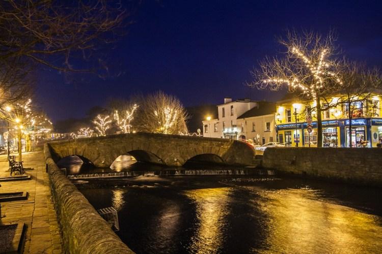 Il Natale in Irlanda è un momento magico e suggestivo, che rappresenta una meta ideale per gli amanti dell'atmosfera, delle luci e dei mercatini di Natale.