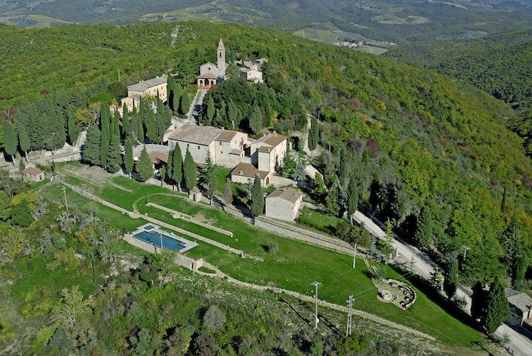 Agriturismi nel Chianti Classico, immersi tra i vigneti e gli ulivi secolari delle colline toscane, per un weekend all'insegna di una real tuscan experience