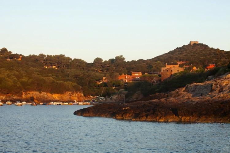 L'Arcipelago Toscano costituisce il più grande Parco Nazionale marino d'Europa. La leggenda della nascita delle isole narra che siano perle cadute a Venere.