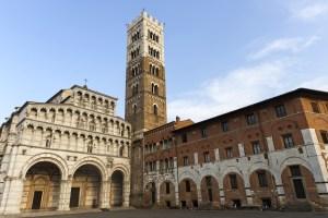 Il Duomo di Lucca è la più antica basilica della Toscana. Struttura di pregio architettonico, racchiude opere d'arte e un misterioso labirinto