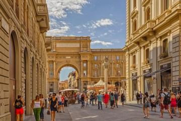 Tre tour di Firenze in compagnia della guida turistica ufficiale Loredana Corina Bobinca Berbece che vi condurrà alla scoperte di tre volti inediti della città di Firenze.