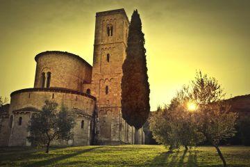 Viaggio tra le principali abbazie della Toscana, luoghi ricchi di fascino, immersi in mistiche atmosfere di ultraterrena bellezza