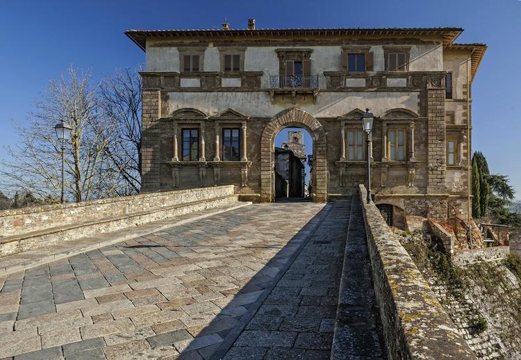Suggestivo, ricco di storia, terra di arte e mestieri, ma ignorato dal turismo. Colle Val d'Elsa, il borgo da sogno ignorato dai social network.