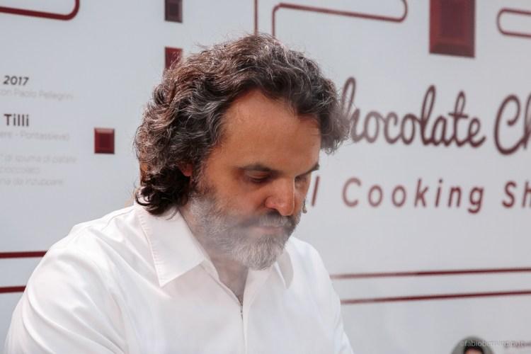 """Alla Fiera del Cioccolato Artigianale a Firenze Marco Stabile ha diretto un cooking show dove ha preparato """"Crema di piccione al vin santo, tortellini al cacao amaro e gocce di lamponi""""."""