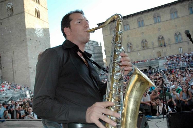 Gianluca Baroncelli, in arte Barone del Jazz, è un sassofonista e clarinettista Pratese che ci racconta la sua storia: dall'Illinois alla Supper Club di TuscanyPeople.