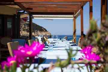 Il ristorante Capo Nord all'Isola d'Elba si trova nel punto più a Nord dell'isola, sopra Marciana Marina, sulla bellissima spiaggia della Fenicia.