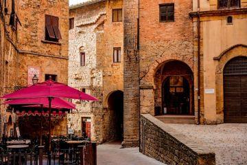 La Val di Cecina si trova in Toscana tra le province di Pisa e Livorno e racchiude bellissimi borghi medievali tra cui Volterra e Riparbella