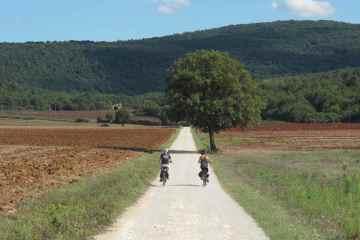 A Monteriggioni da venerdì 22 a domenica 24 settembre 2017 si terrà lo Slow Travel Fest, il Festival del viaggio lento