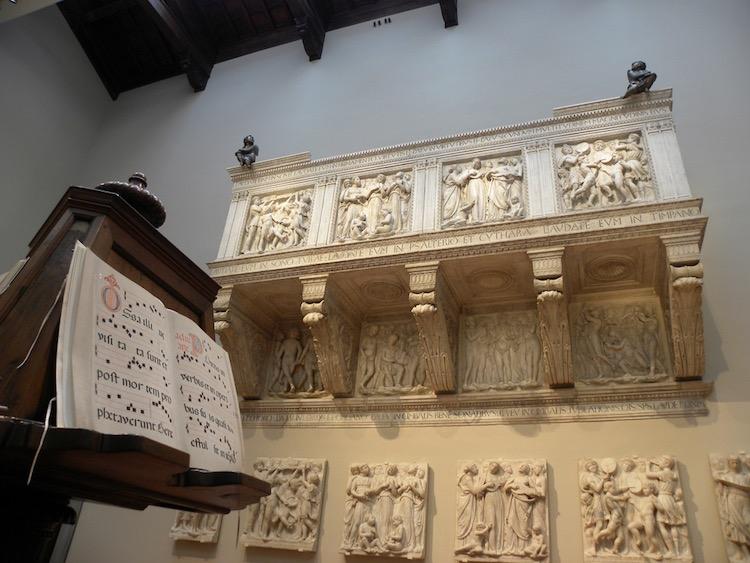 La cantoria del Duomo di Firenze realizzata da Luca della Robbia